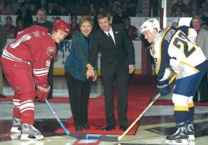 Mayor Elaine Scruggs in 'better times' with Wayne Gretzky